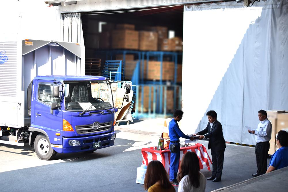 10月11日 4tトラック新車 納車式