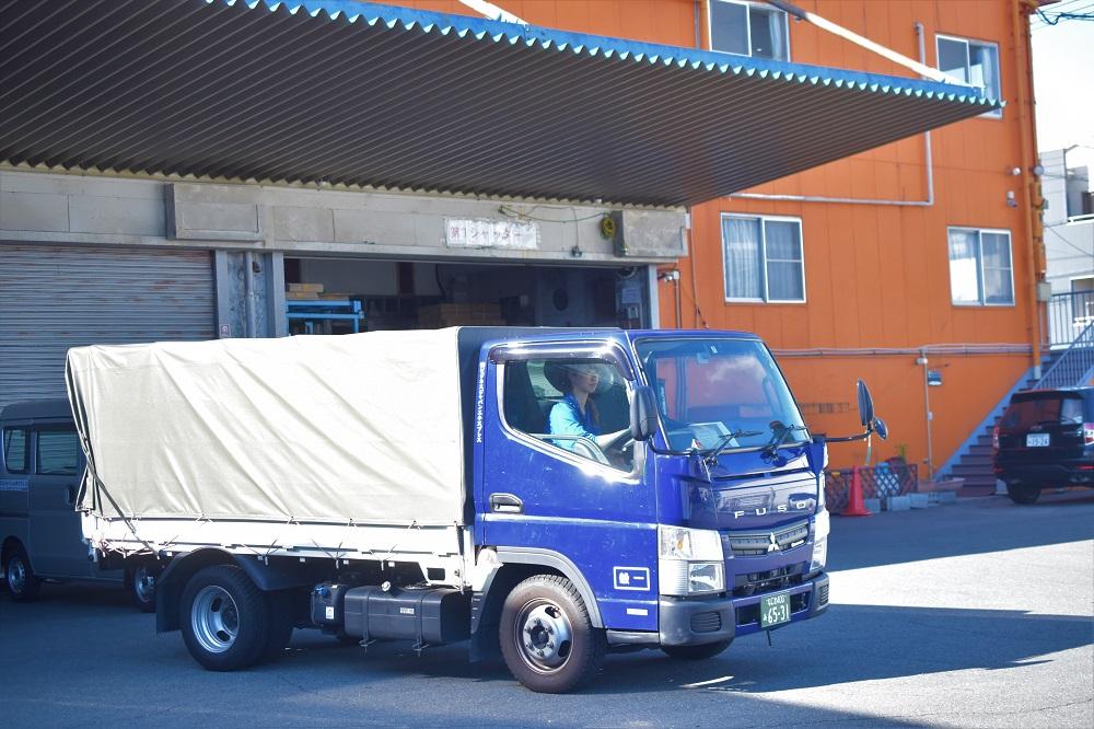 企業内保育所完備のトラックを運転する2tトラガール募集求人